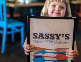 sassys-family-restaurant-victoria-gallery-04